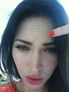 "Megan Fox ""Proves"" That She Doesn't Get Botox"
